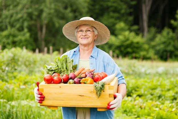 Starsza Kobieta Z Warzywami Darmowe Zdjęcia