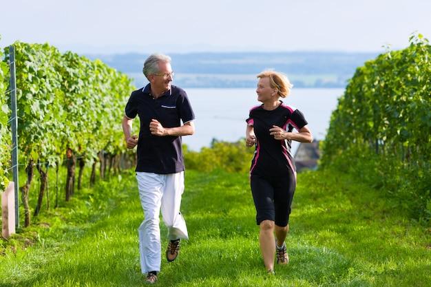 Starsza para jogging dla sporta Premium Zdjęcia