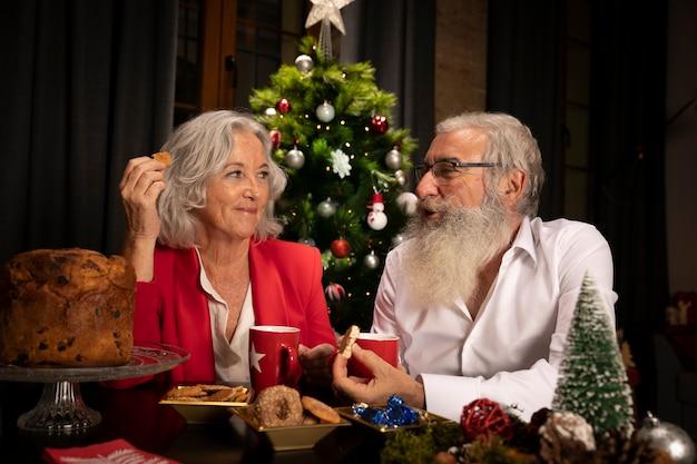 Starsza Para Wpólnie Na Boże Narodzenia Darmowe Zdjęcia