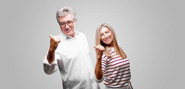 Starsza para wyraża pojęcie Premium Zdjęcia