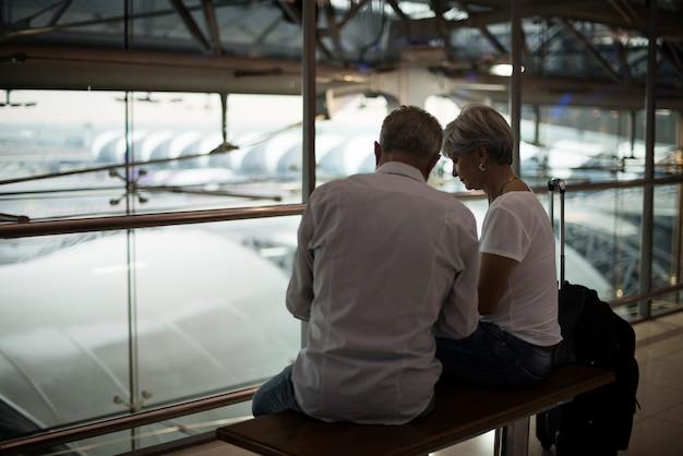 Starszej pary podróżna lotniskowa scena Darmowe Zdjęcia