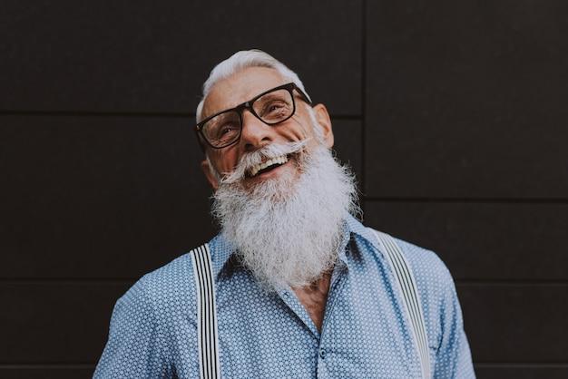 Starszy Hipster Ze Stylowymi Portretami Brody Premium Zdjęcia