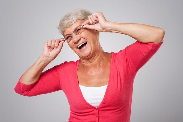 Starszy Kobieta Bawi Się W Okularach Mody Darmowe Zdjęcia
