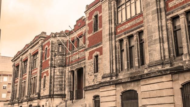 Stary Budynek Szkoły Przemysłowej Premium Zdjęcia