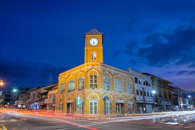 Stary budynek w mieście phuket. Premium Zdjęcia