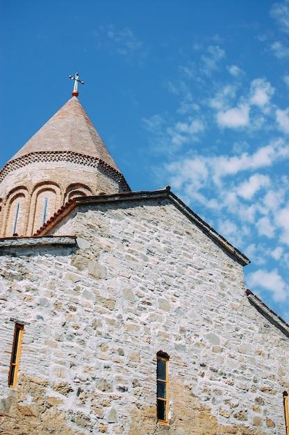 Stary Gruziński Kościół W Górach Premium Zdjęcia