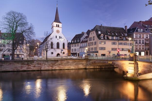 Stary Kościół W Centrum Strasburga Premium Zdjęcia