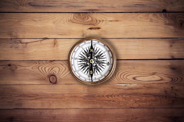 Stary Tło Drewna Kompas I Tekstury Z Miejsca Premium Zdjęcia