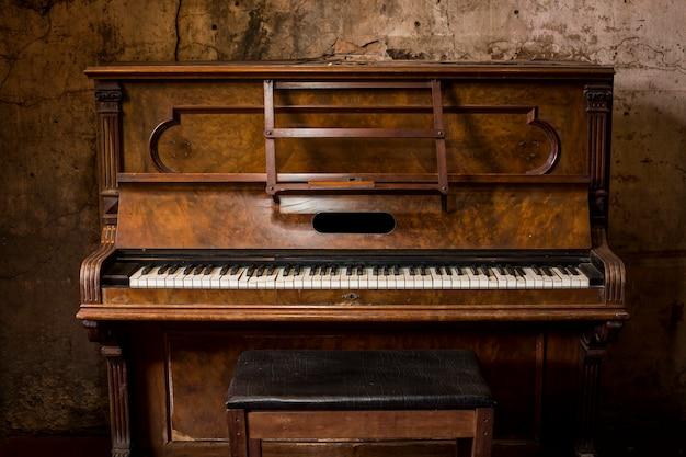 Starzy Drewniani Fortepianowi Klucze Na Drewnianym Instrumencie Muzycznym Premium Zdjęcia