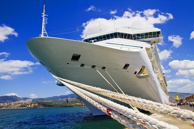 Statek wycieczkowy Premium Zdjęcia
