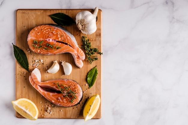 Stek Z łososia Atlantyckiego Ze Składnikami Premium Zdjęcia