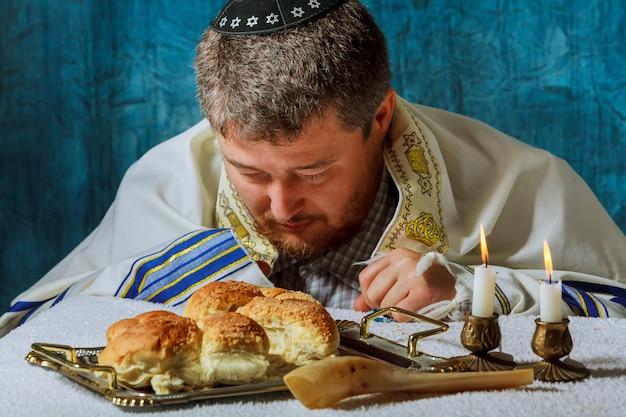 Sterty słodkiego chleba okrągłego szabatu chałki z Premium Zdjęcia