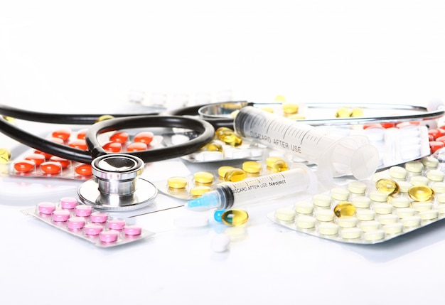 Stetoskop Z Różnymi Rzeczami Farmaceutycznymi Darmowe Zdjęcia