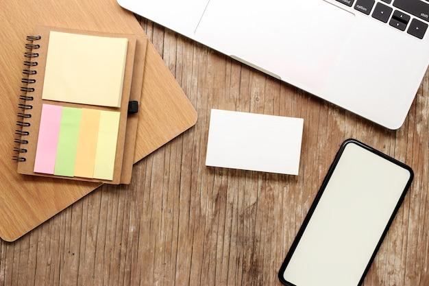 Stół biurkowy z widokiem z góry na prace biznesowe Premium Zdjęcia