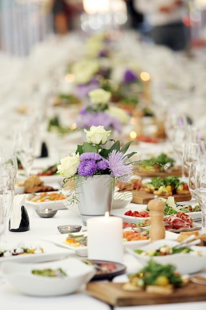Stół do świętowania Darmowe Zdjęcia