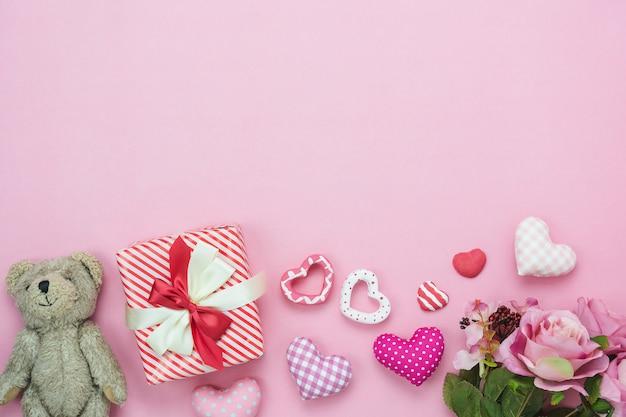 Stołowego widoku anteny wizerunek dekoracja valentine dnia tło. Premium Zdjęcia