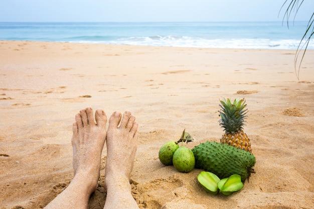 Stopy W Pobliżu Oceanu Premium Zdjęcia