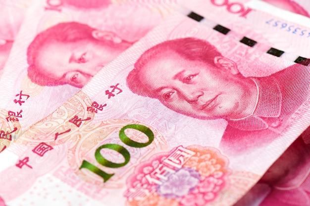 Stos Banknotów Rmb Chińskiego Juana Pieniądze Premium Zdjęcia