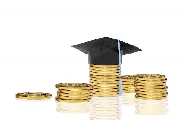 Stosy Złotej Monety Z Graduacyjnej Kapelusz Premium Zdjęcia