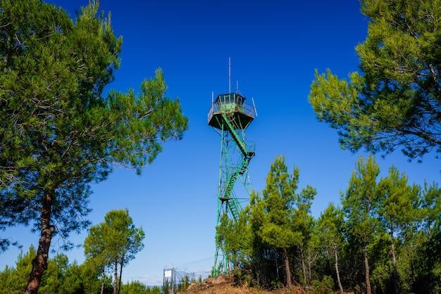 Strażnica Do Obserwacji Ruchów Więźniów Na Terenach Górskich. Premium Zdjęcia
