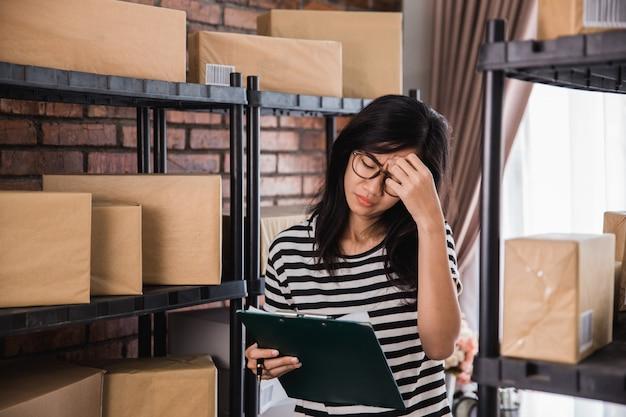 Stres Kobiety Podczas Pracy Premium Zdjęcia