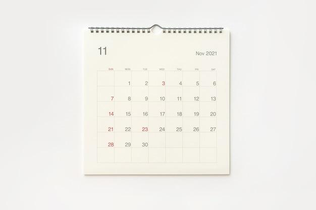 Strona Kalendarza Listopada 2021 Na Białym Tle. Tło Kalendarza Dla Przypomnienia, Planowania Biznesowego, Spotkania Terminowego I Wydarzenia. Premium Zdjęcia