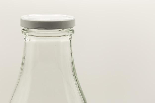Strzał Zbliżenie Białą Butelkę Z Nakrętką Na Nim Darmowe Zdjęcia