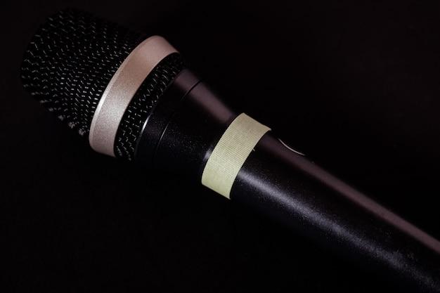 Strzał Zbliżenie Mikrofonu Na Czarno Darmowe Zdjęcia