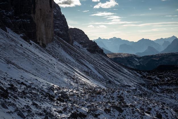 Strzał Zbliżenie śnieżny Obszar Tre Cime Di Lavaredo, Dolomity, Belluno, Włochy Darmowe Zdjęcia