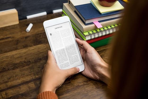 Studencka czytelnicza cyfrowa elektroniczna książka od pastylki Premium Zdjęcia