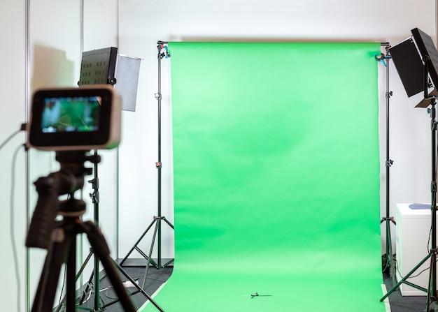 Studio Filmowe Lub Fotograficzne Z Zielonym Ekranem. Premium Zdjęcia