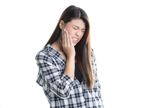 Studio strzał młody piękny azjatycki dziewczyny cierpienie z toothache odizolowywającym Premium Zdjęcia
