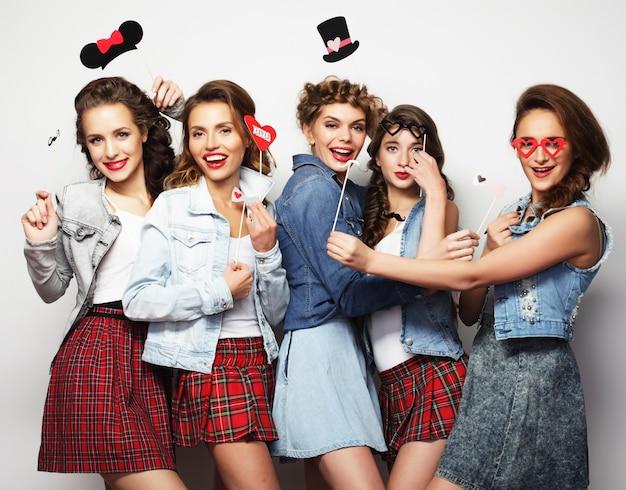 Stylowe Dziewczyny Najlepsze Przyjaciółki Gotowe Na Imprezę Premium Zdjęcia