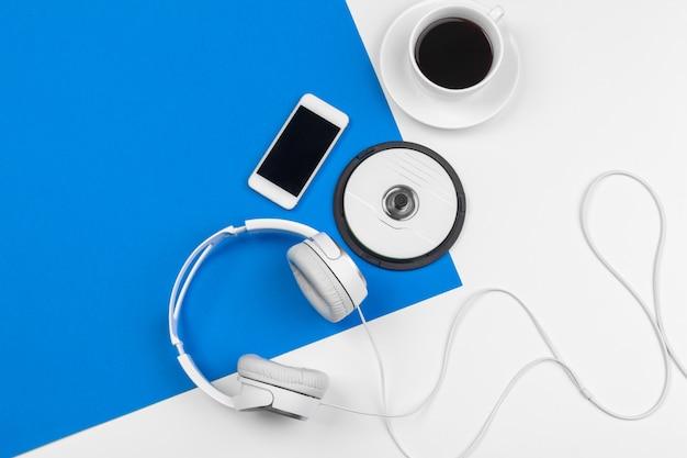 Stylowe Słuchawki W Kolorze Niebieskim I Białym, Widok Z Góry. Premium Zdjęcia