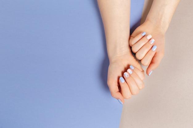 Stylowy Modny Manicure żeński. Premium Zdjęcia