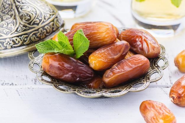 Suche Daty I Miętowa Herbata Premium Zdjęcia