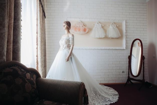 Suknia ślubna Na Manekinie Premium Zdjęcia