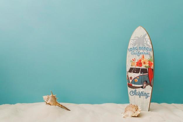 Surfboard Na Niebieskim Tle Darmowe Zdjęcia
