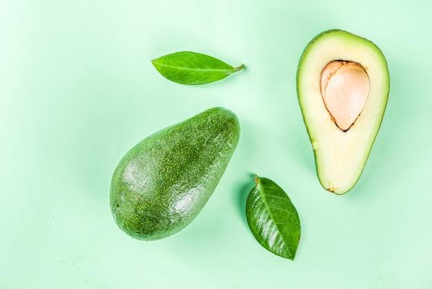 Surowy Organiczny Wzór Awokado Premium Zdjęcia