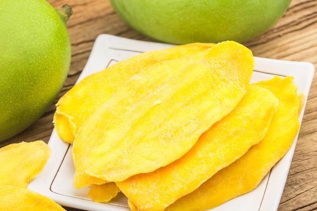 Suszone Tło Mango. Kandyzowane Plasterki Owoców Mango Z Bliska. Darmowe Zdjęcia
