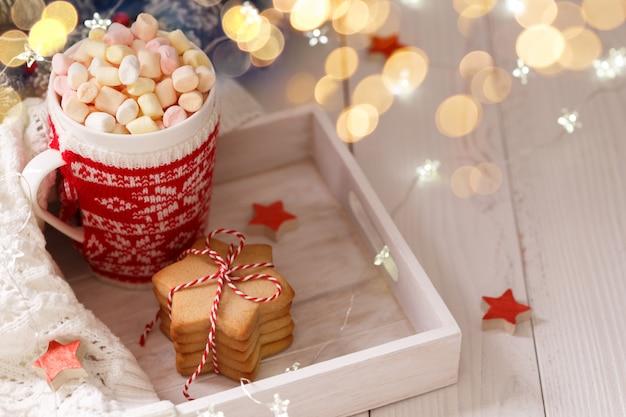 Świąteczna gorąca czekolada z piankami Premium Zdjęcia