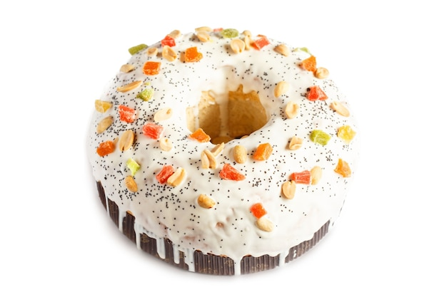 Świąteczne Ciasto Z Owocami I Orzechami. Ciasto Owocowe Isolaten Na Białym Tle Premium Zdjęcia