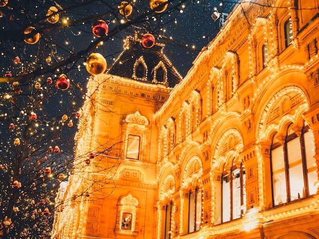 Świąteczne iluminacje i dekoracje bożego narodzenia i nowego roku w moskwie. plac czerwony Premium Zdjęcia