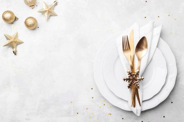 Świąteczne Lub Noworoczne Nakrycie Stołu Premium Zdjęcia