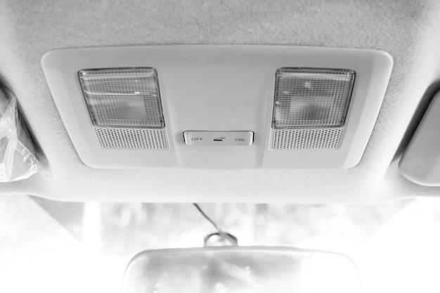 Światło na dachu w nowoczesnym samochodzie Premium Zdjęcia