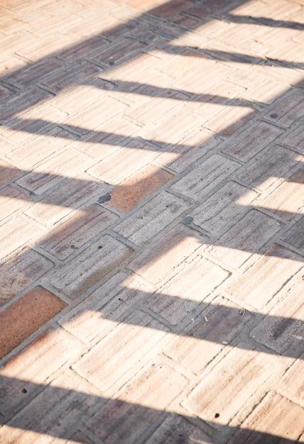Światło słoneczne na chodniku z betonowej nawierzchni Darmowe Zdjęcia