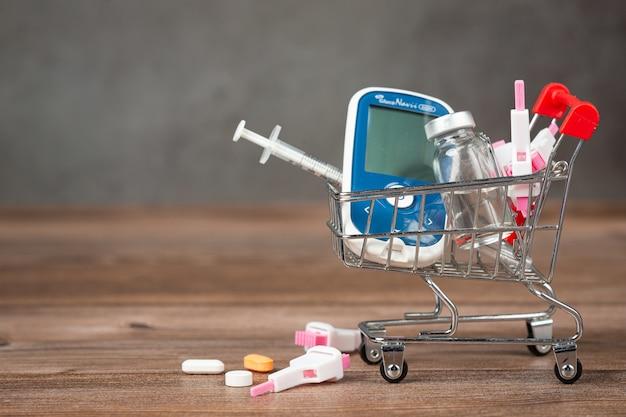 Światowy Dzień Cukrzycy; Sprzęt Medyczny Na Drewnianej Podłodze Darmowe Zdjęcia