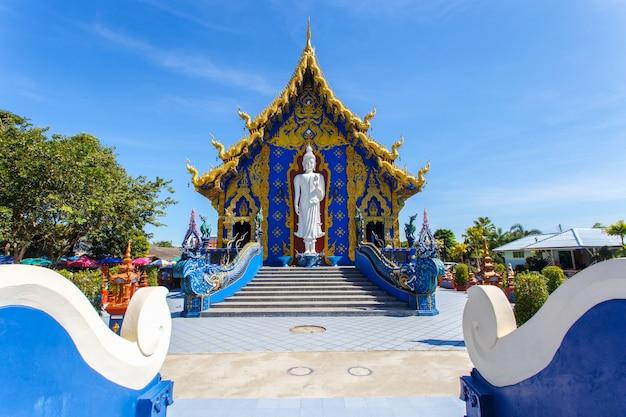 Świątynia rong sua ten z niebieskim niebem Premium Zdjęcia