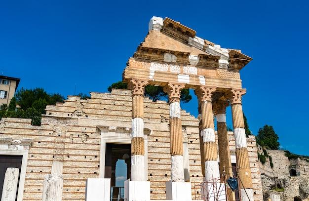Świątynia Triady Kapitolińskiej W Brescii We Włoszech Premium Zdjęcia