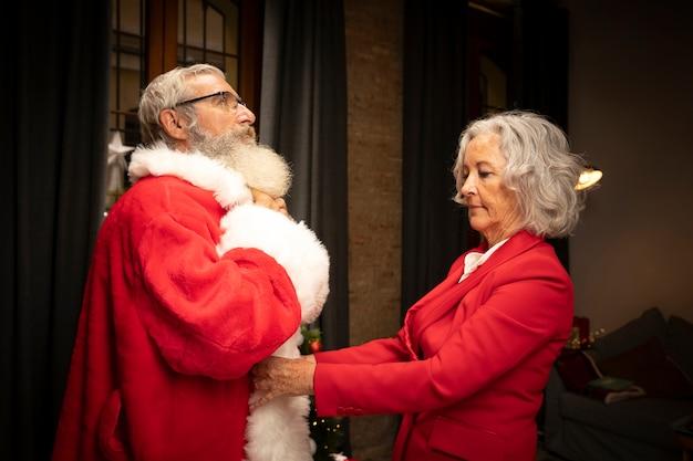 Święty Mikołaj Przygotowywa Dla Bożych Narodzeń Darmowe Zdjęcia
